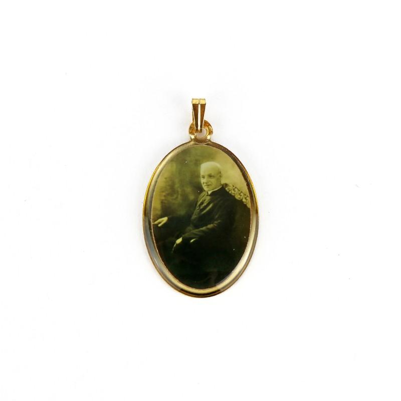 Médaille de saint frère André ovale dorée