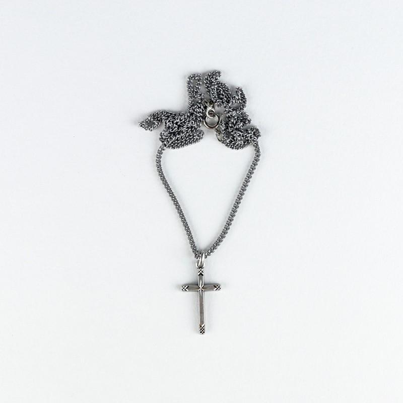 Chaîne et croix étoilée en étain