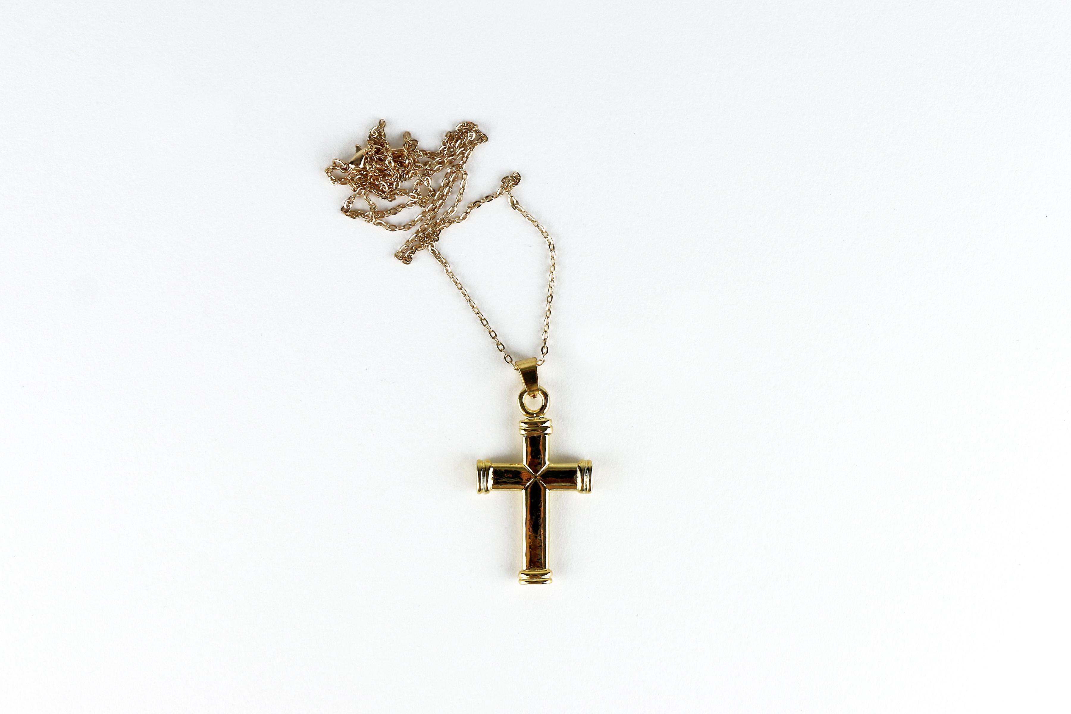 Ensemble chaîne et croix en métal doré