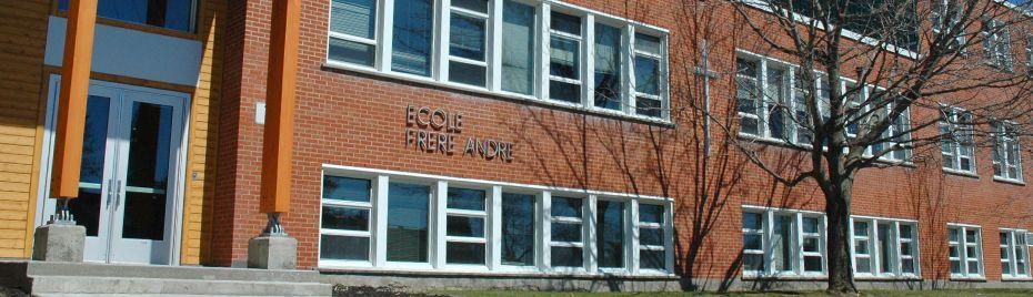 Saint frère André à l'école