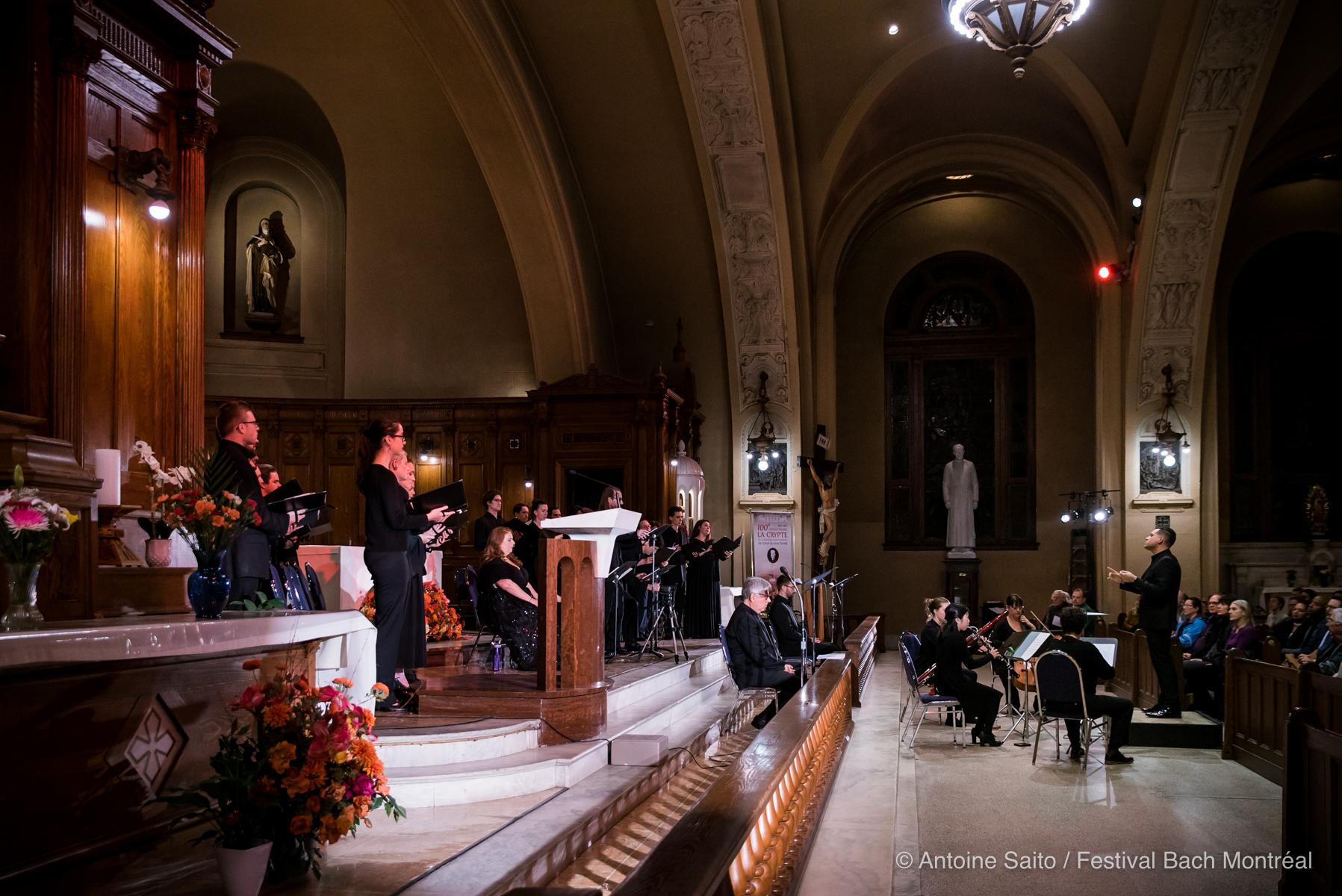 Le Choeur et ensemble instrumental de l'Église St. Andrew et St. Paul, au concert commémoratif du 100e anniversaire de la crypte.