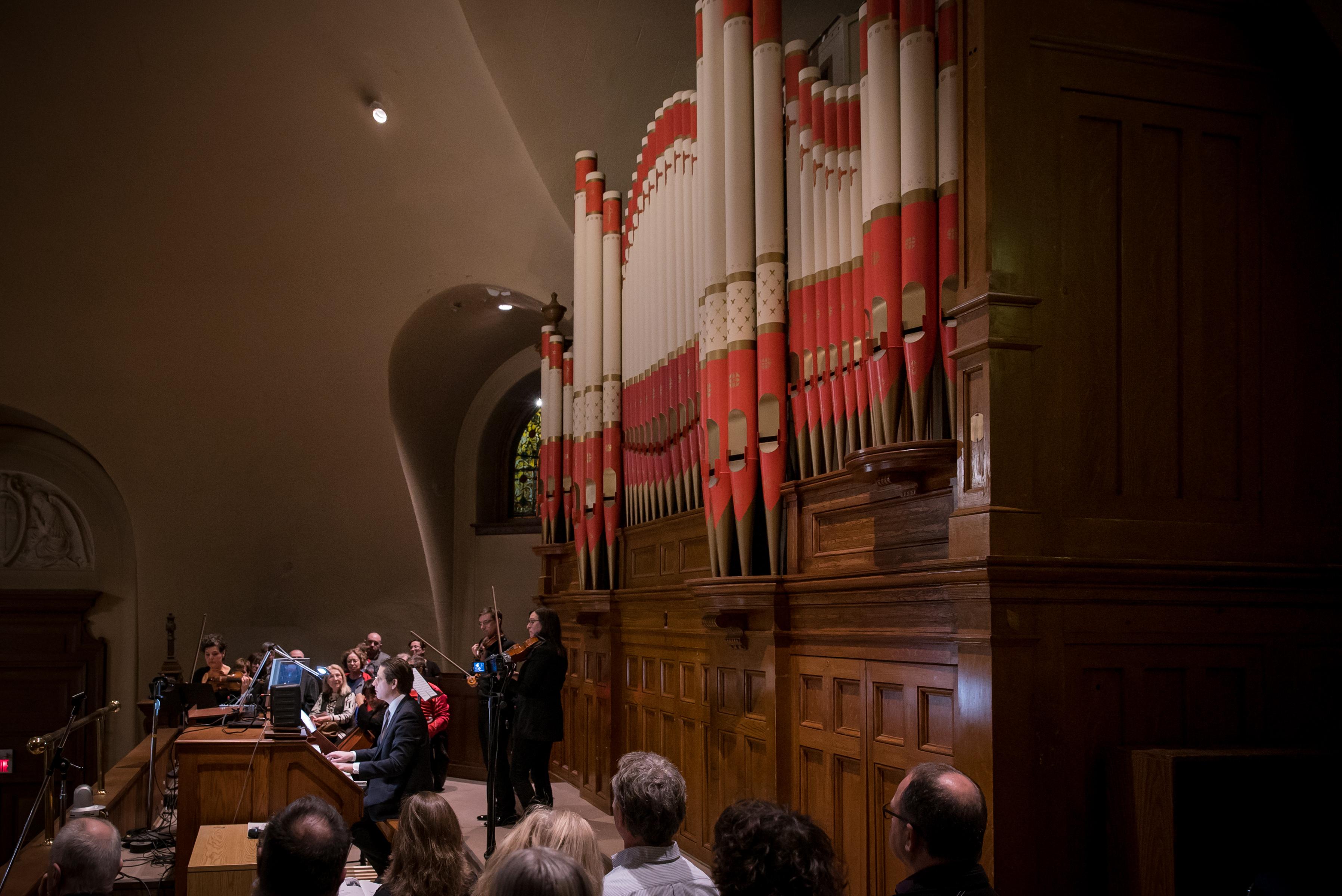 Vincent Boucher au jubé de l'orgue Casavant dans la crypte de l'Oratoire Saint-Joseph, 21 novembre 2017