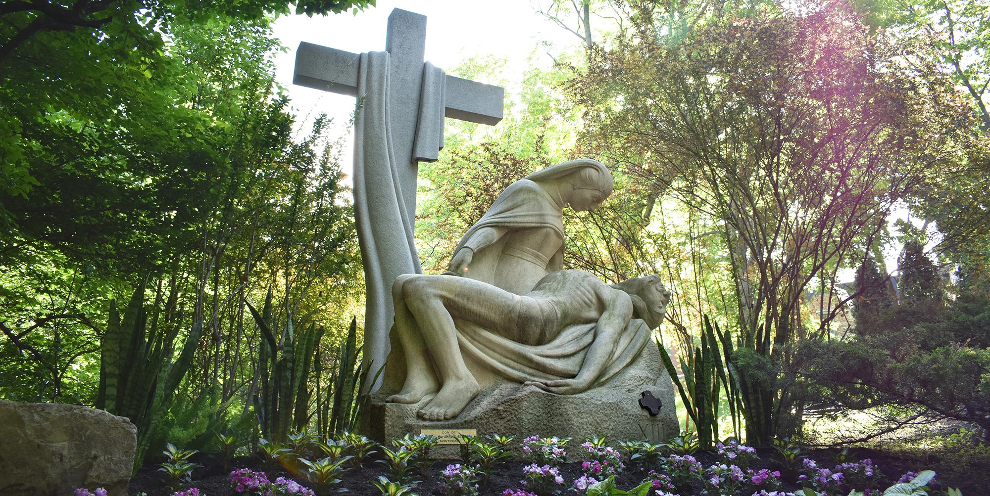 Sculpture par De Villiers - Jardin du chemin de la croix à l'Oratoire Saint-Joseph