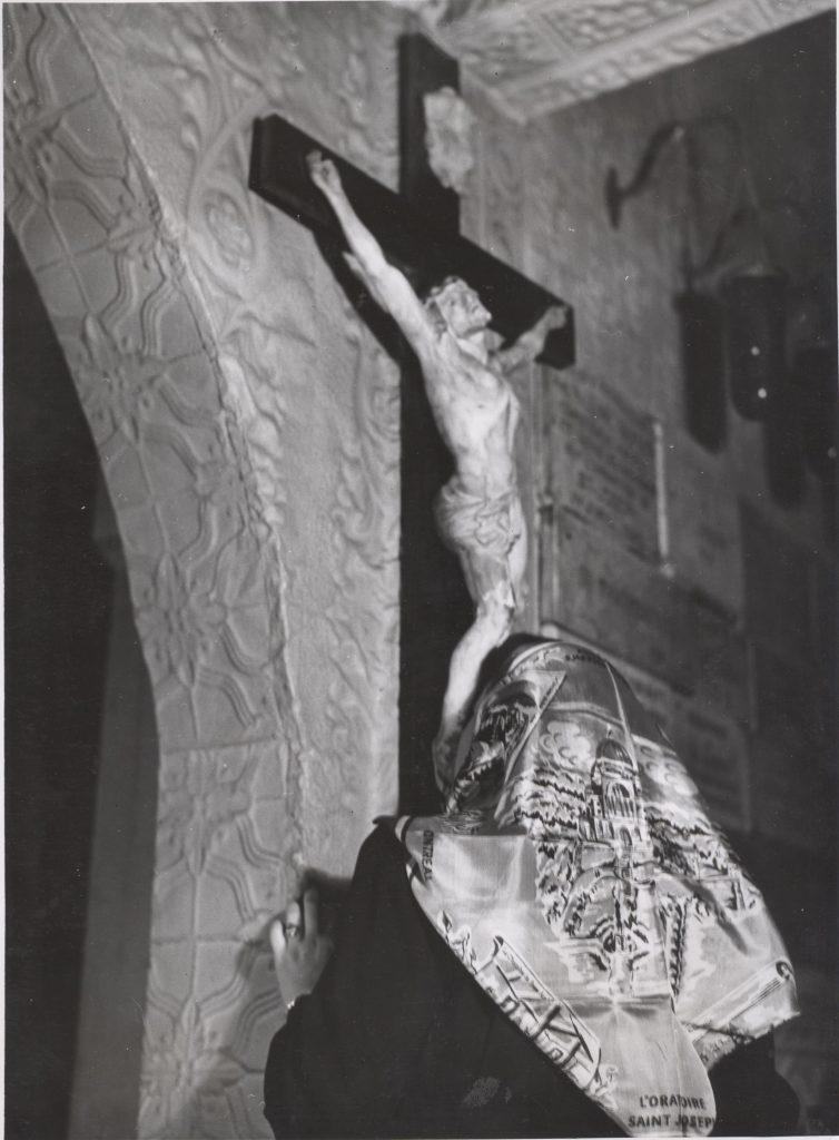 Crucifix dans la chapelle d'origine de l'Oratoire Saint-Joseph