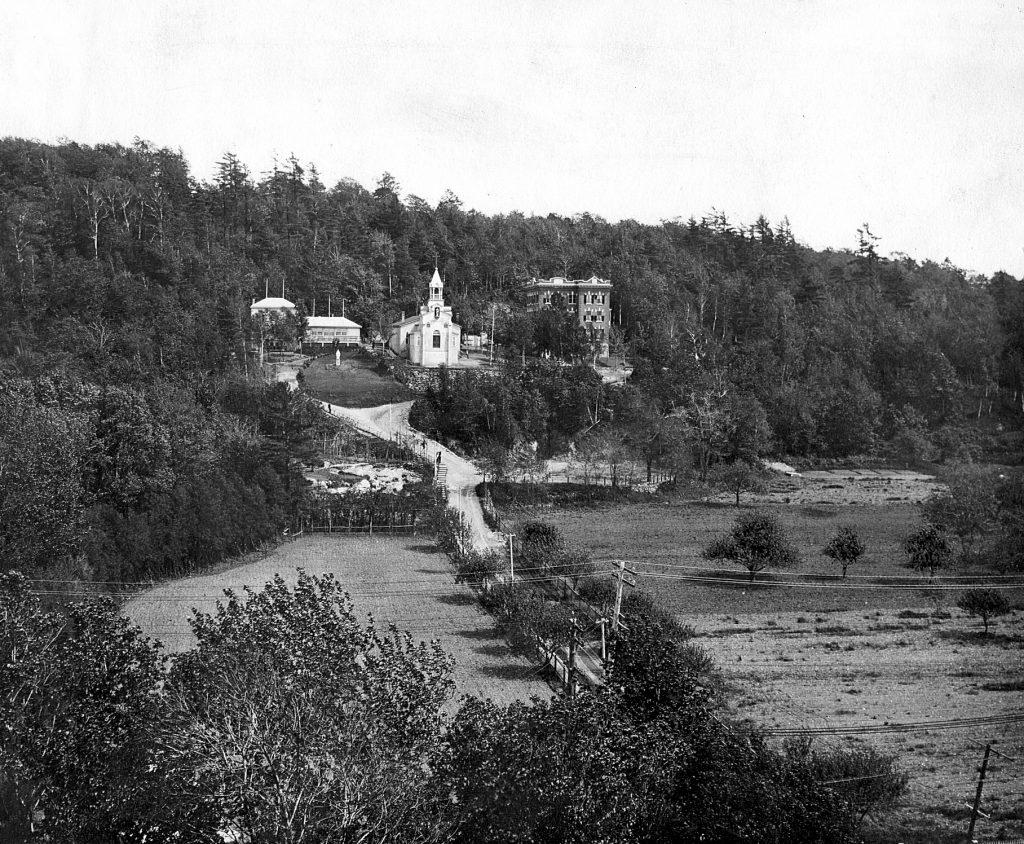 L'Oratoire Saint-Joseph du Mont-Royal vers 1911.