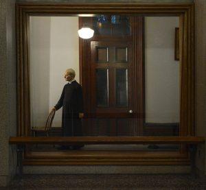 Frère André dans sa loge de portier du Collège Notre-Dame