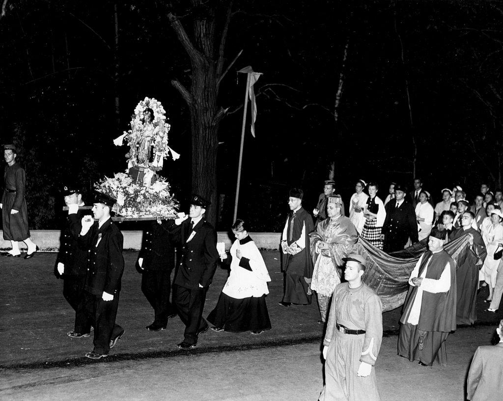 Mgr Léger procession