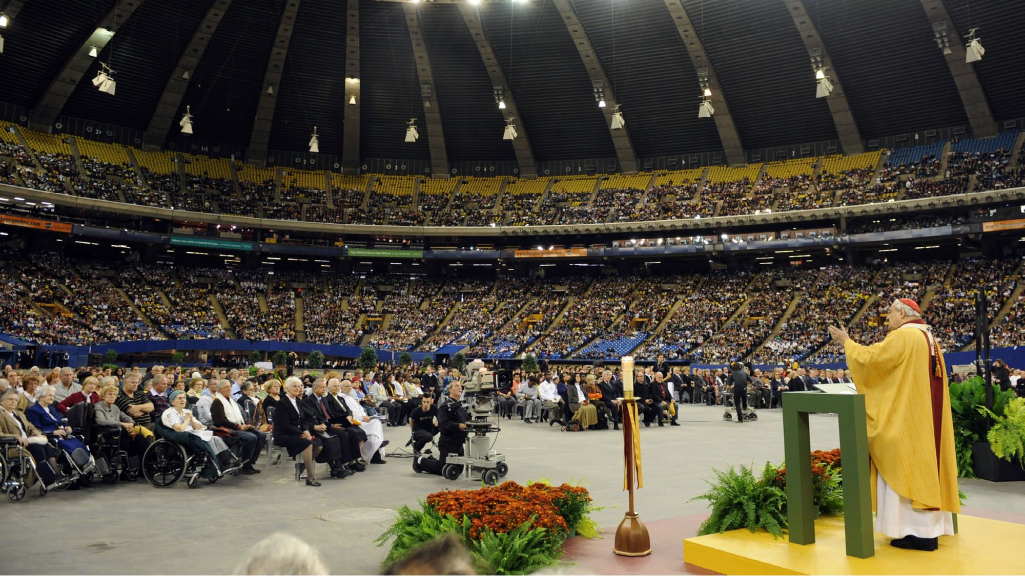 The great Thanksgiving Mass at the Olympic Stadium. How to archive a recent event?