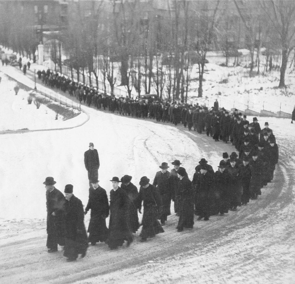 Procession funérailles de saint frère André